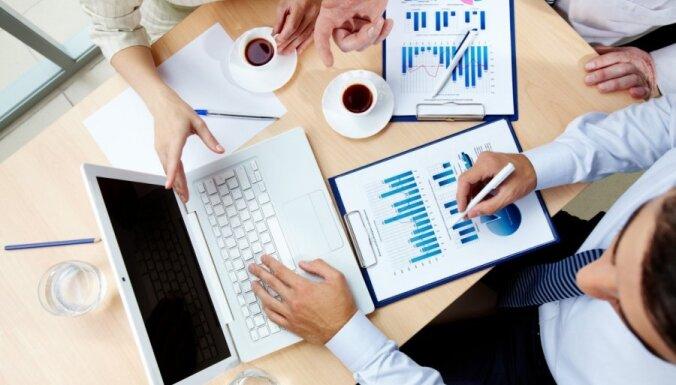 Большинство латвийских компаний собираются поднять зарплату и нанять новых работников