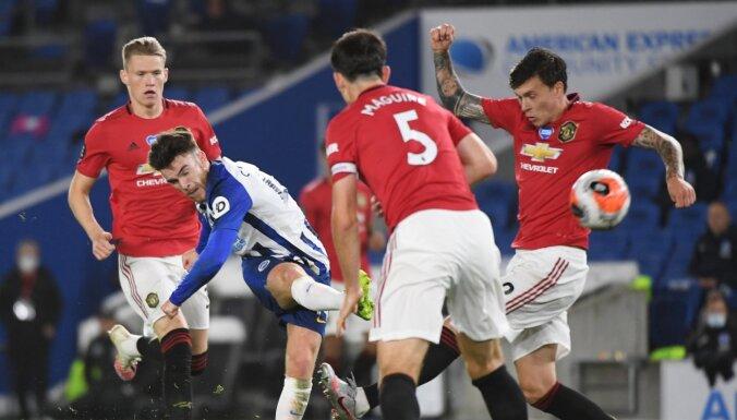 'Manchester United' uzvar Braitonā un turpina cīnīties par pirmo četrinieku