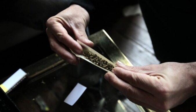 Hāgā aizliedz marihuānas smēķēšanu pilsētas centrā