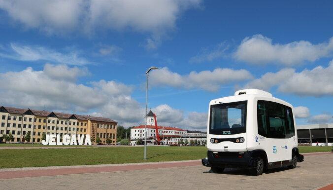 Беспилотный автобус в Елгаве перевозит более 300 пассажиров каждый день