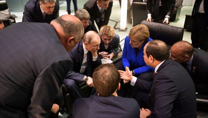 Pasaules līderi apņemas atturēties no iejaukšanās Lībijas karā