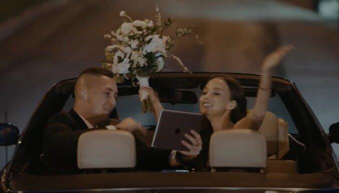 """ВИДЕО. 2+2, Zoom и гости """"на удаленке"""". В Эстонии сняли клип о свадьбах в эпоху пандемии"""