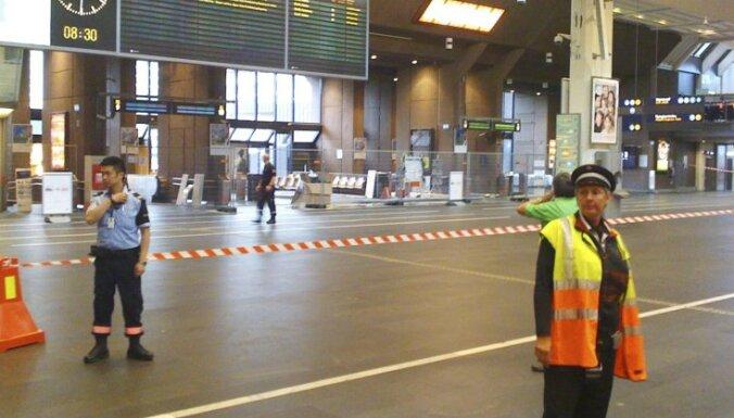 Oslo staciju evakuē pēc aizdomīga čemodāna atrašanas; trauksme izrādījās velta