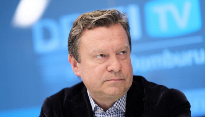 Rīgas domes opozīcija iesniegusi parakstus par vicemēru atstādināšanu