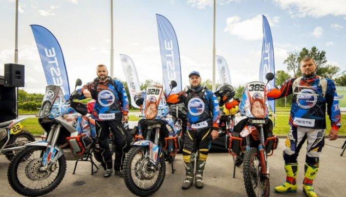 """Oskars Pīpiķis, Sandijs Hāns un Didzis Silenieks (""""Adventure Team Latvia"""")"""