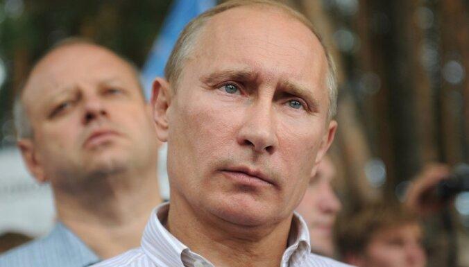 Западные СМИ: нефть из скважин течет только для Путина