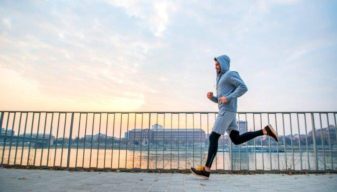 Kā sagatavoties skriešanas sezonai, lai izvairītos no pārslodzes un traumām