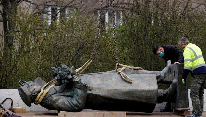 Krievija ierosina krimināllietu saistībā ar Koņeva pieminekļa nojaukšanu Prāgā