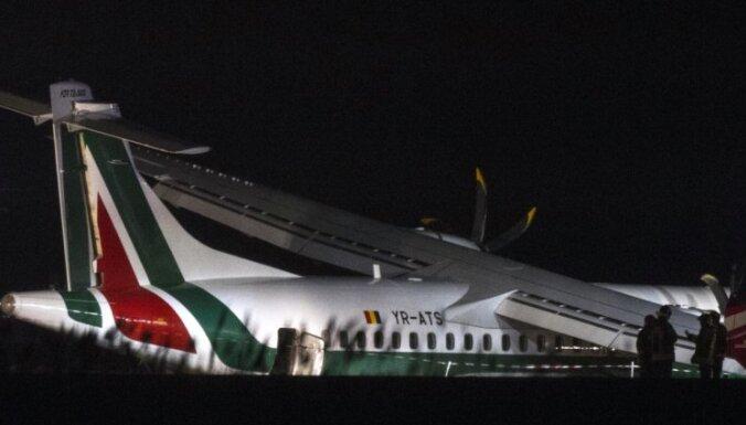 В Риме самолет при посадке поломал шасси, 16 пострадавших