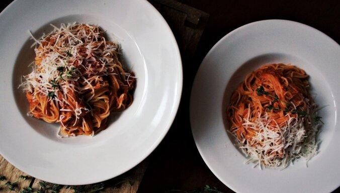Цельнозерновая паста быстрого приготовления в томатном соусе