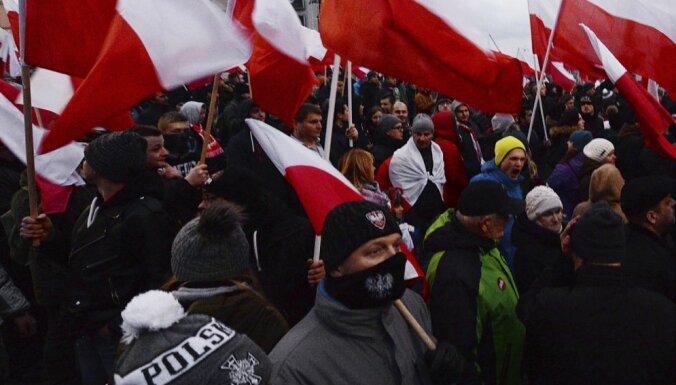 Десятки тысяч националистов вышли на марш в День независимости Польши
