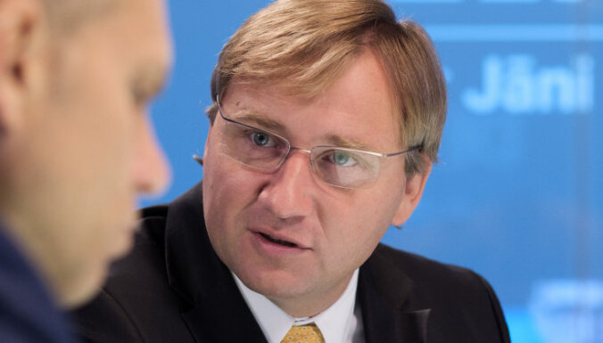 LU rektora amatam virza arī Ekonomikas fakultātes dekānu Bērziņu