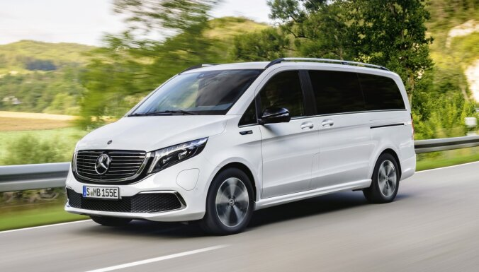 'Mercedes' prezentējis sērijveida elektrisko mikroautobusu 'EQV'
