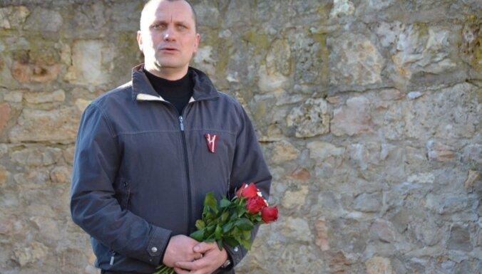 Бывший мэр Крустпилсcкого края намекнул, что исчезновение пушки с советского памятника организовал он