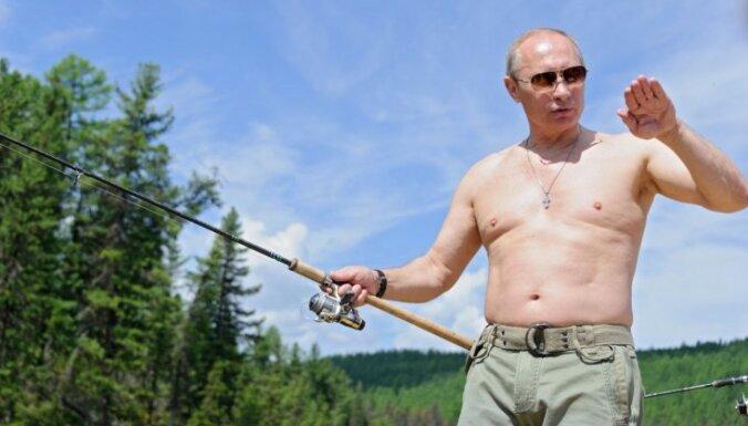 """Путин объяснил свои фотографии """"в полуголом виде"""""""