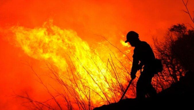 Savvaļas ugunsgrēka dēļ Spānijā evakuēti simtiem cilvēku