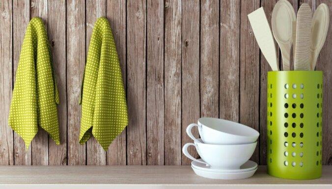 Roku dvieļi virtuvē – idejas parocīgai to glabāšanai