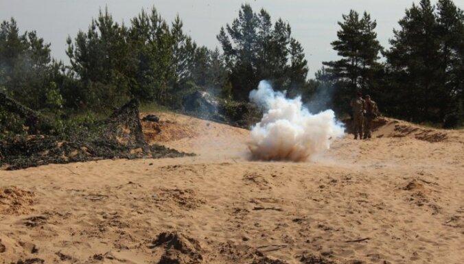 """""""Ударная волна почти снесла с ног"""". Противотанковый снаряд в Адажи взорвался в 150 метрах от жилых домов"""