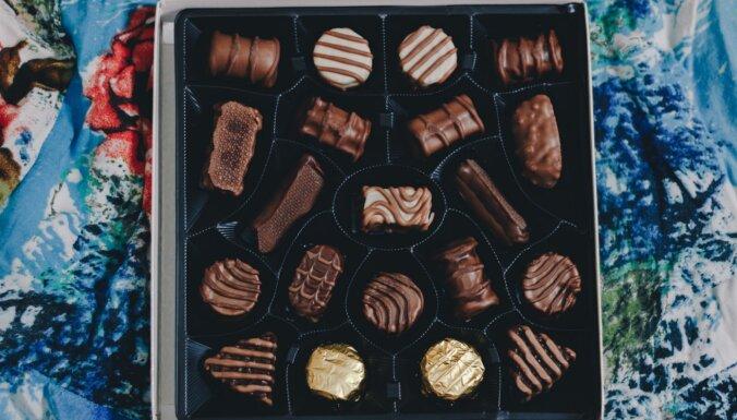 Piebremzē ar šokolādi! Ādai nedraudzīgi pārtikas produkti, kas veicina pumpu veidošanos