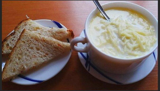 Gatava 5 minūtēs: piena zupa ar makaroniem