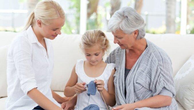 māte meita ome bērni ģimene sieviete