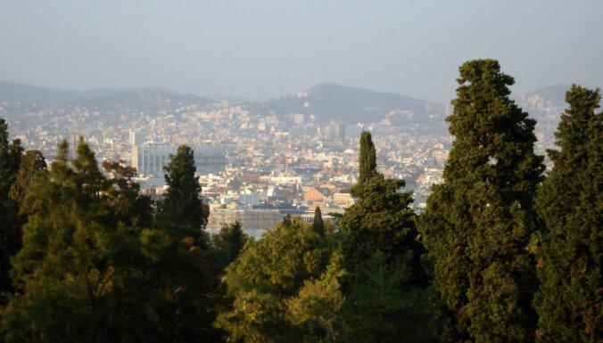 Barselonā divi tūristi nozaguši ekskursiju autobusu