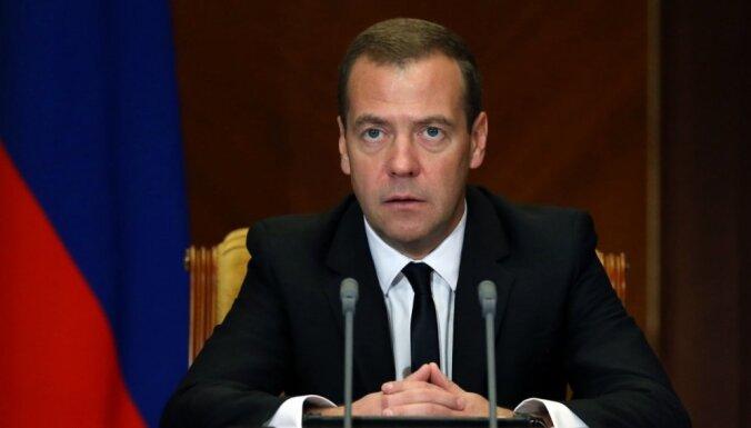 Medvedevs uzdevis atrisināt jautājumu par Latvijas un Igaunijas nepilsoņu iebraukšanu Krievijā bez vīzas