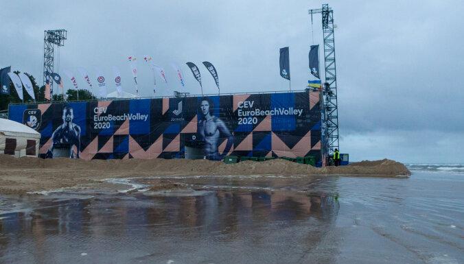 Шторм набирает силу: отменены сегодняшние матчи на ЧЕ по пляжному волейболу в Юрмале