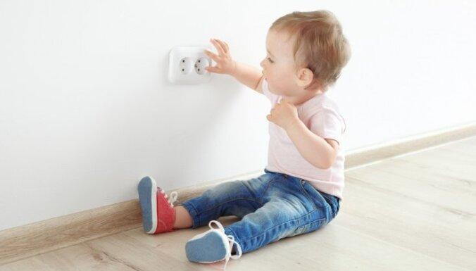 Bērnu ķirurgs nosauc bērnam bīstamākās lietas mājās