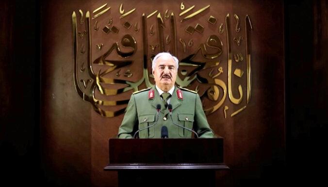 Haftars pasludina sevi par Lībijas līderi; pasaule klusē