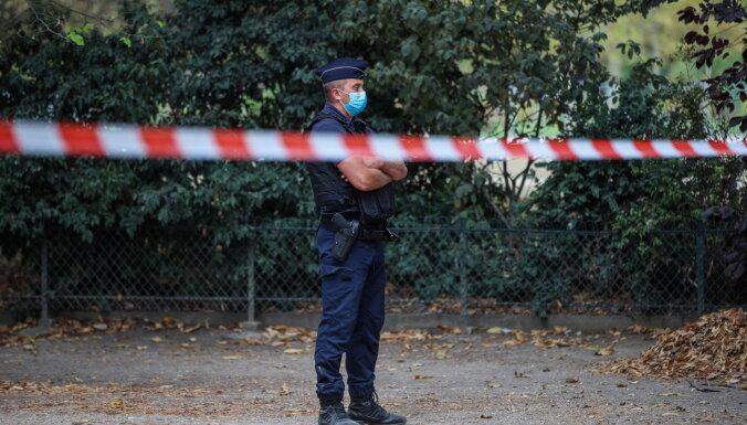 Parīzē pie 'Charlie Hebdo' agrākā biroja smagi sadur divus cilvēkus