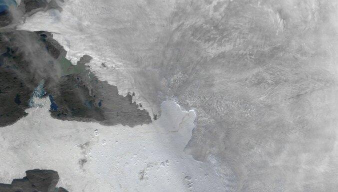 От Гренландии откололся гигантский айсберг площадью 12 кв. км