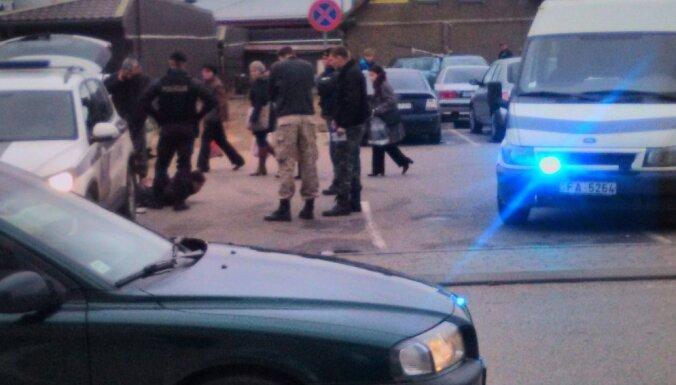 Ограбление в Даугавпилсе: между полицией и нападавшим произошла перестрелка (ДОПОЛНЕНО)