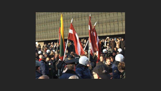 Полиция перекрыла движение колонне ННС
