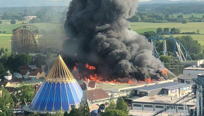 ФОТО, ВИДЕО: В самом большом парке развлечений Германии сгорел аттракцион