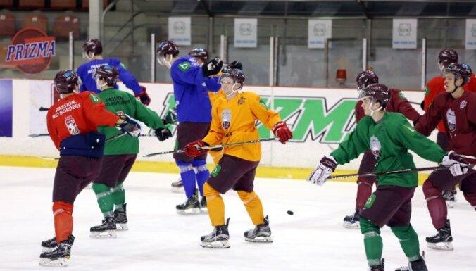 Bičevski Latvijas hokeja izlasē pēdējā brīdī nomaina Egils Kalns