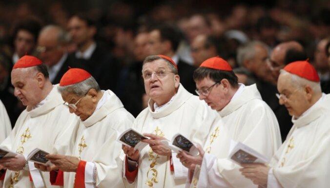 Ватикан скопировал биографии кардиналов из Википедии