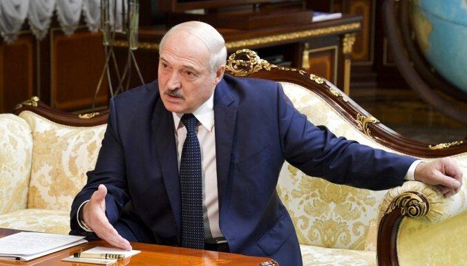 ES ministri vienojušies paplašināt sankcijas pret Baltkrievijas režīmu