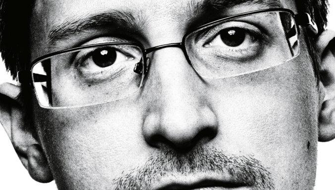 Snoudens vēlas pamest Krieviju, lūgumu uzņemt izsaka Makronam