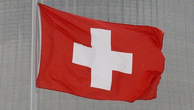 Šveicē notiek referendums par pasaulē lielākās minimālās algas noteikšanu