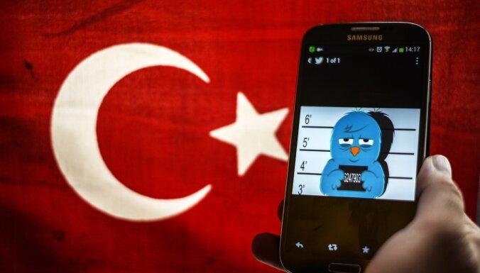 Эрдоган хочет контролировать соцсети. Чем опасен новый закон в Турции