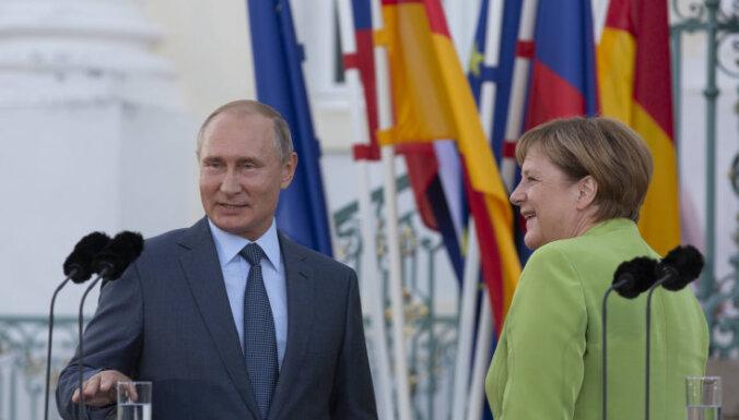 """Путин и Меркель обсудили будущую """"нормандскую"""" встречу"""