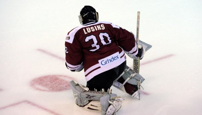 Latvijas izlases treniņnometni pamet astoņi hokejisti