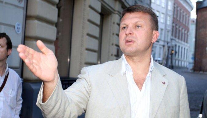PLL nevienojas; Šlesers Rīgas pilī grib redzēt Bērziņu, Zatleru mudina saimniekot Brīvības ielā