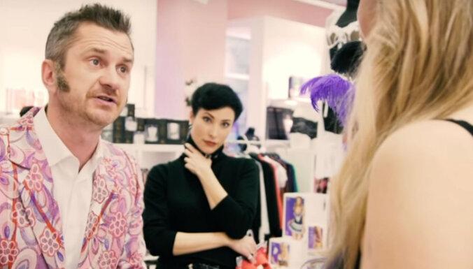 Video: Adamss intīmpreču veikalā noliek pie vietas neizlēmīgo Skuteli