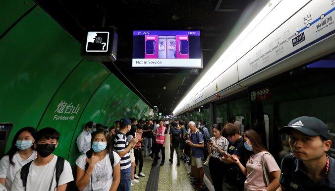 Protestētāji rada satiksmes haosu Honkongā