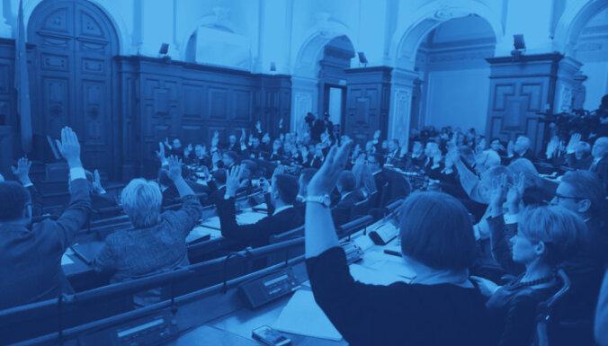 Zvērests un deviņu stundu darbs – noslēdz pirmo 13. Saeimas sēdi. Teksta tiešraides arhīvs