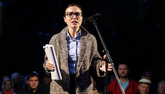 'Es esmu parasta mirstīgā' – deputāte Sprūde atvainojas un mandātu nenoliks