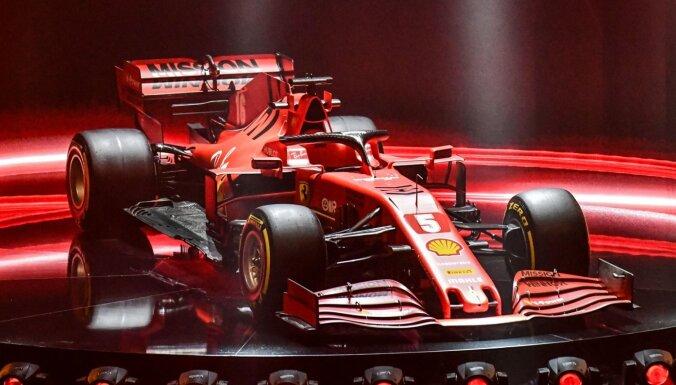 Izskatās tāpat, bet ar daudziem uzlabojumiem – 'Ferrari' prezentē jaunās F-1 sezonas mašīnu