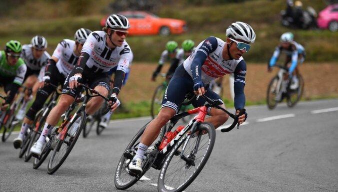 Liepiņš ar 13. vietu noslēdz 'UAE Tour'; Skujiņam UCI punkti Francijā